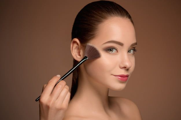 bellezas-pincel-maquillaje-piel-perfecta